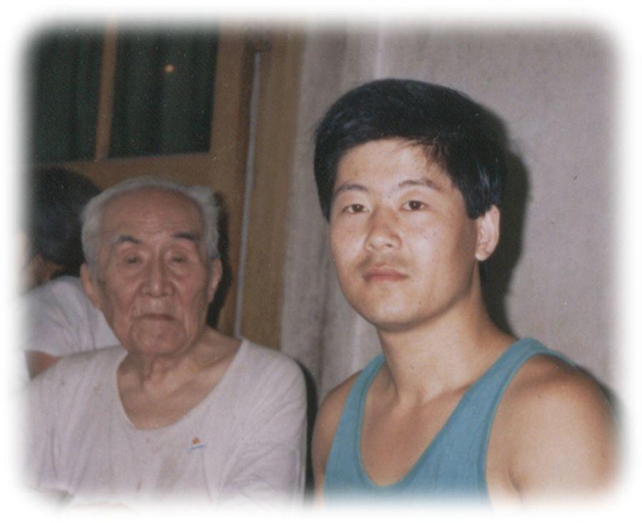 陈中华同他的老师洪均生1994