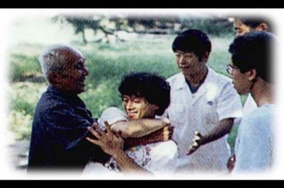 陈中华和洪均生老师。