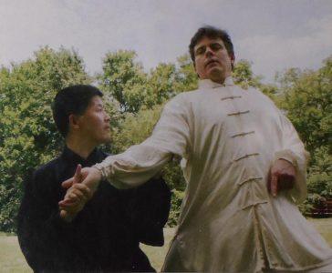陈中华2002年在美国阿肯萨州和约翰逊推手