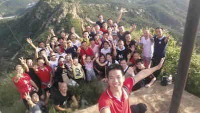 部分参加讲座的学员游览大青山。
