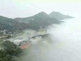云雾缭绕的大青山