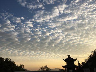 大青山秋天的云空