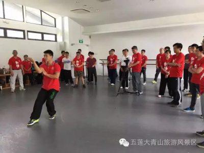 李晓辉教练在示范