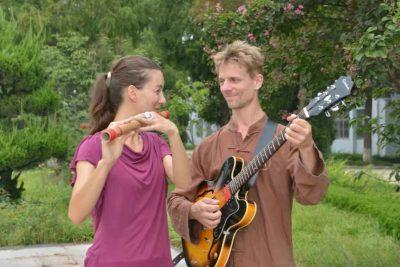 麦克和妻子塞拉在大青山太极学校