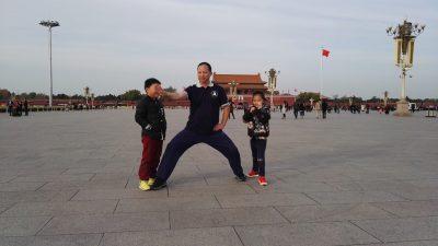 北京赵建设先生和孩子们在天安门广场